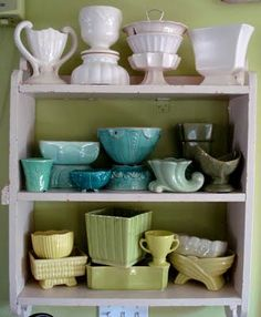 Vintage Antique The Cottage Market: 25 Vintage Decorating Tips - Need a little bit of inspiration.how about some fun and easy Vintage Decorating Tips! We have them for you today and we sure hope you enjoy! Old Pottery, Mccoy Pottery, Vintage Pottery, Ceramic Pottery, Pottery Art, Glazed Pottery, Roseville Pottery, Style Vintage, Vintage Decor