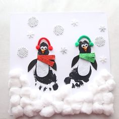 FOOTPRINT PENGUINS 🐧- these are so cute! Such a cute Christmas craft for kids. Can be made into a Christmas card too. #bestideasforkids