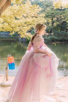 한복 아랑!pic.twitter.com/lqfW0mNmHD Korean Traditional Dress, Traditional Dresses, Cute Korean, Korean Girl, Korea Dress, Korean Hanbok, Korean Wedding, Weeding Dress, Fantasy Dress