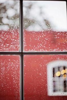 Rainy day wedding photography details