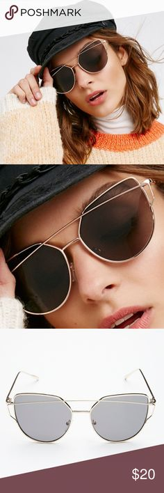 NWT Free People Cat-Eye Aviators Modern shaped cat eye aviators featuring metal frames and an edgy eyebrow bar. These are incredibly flattering and SO chic!! ❗️PRICE FIRM, no offers please❗️ 🔆Black/Gold version as seen in pics 1/2 🔆Metal 🔆Import Free People Accessories Sunglasses