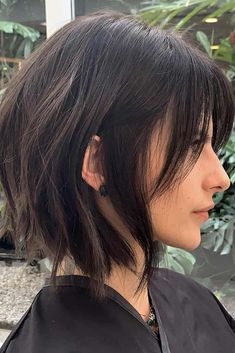 24 Volumetric Choppy Bob Hairstyles To Amp Up Your Look In 2019 © Copyright Lov. - - 24 Volumetric Choppy Bob Hairstyles To Amp Up Your Look In 2019 © Copyright Lovehairstyle Main photo: Volumetric Choppy Bob Hairstyles To Amp Up Your Look In bob hai Choppy Bob Haircuts, Hairstyles Haircuts, Stacked Haircuts, Choppy Bob Hairstyles For Fine Hair, Shaggy Bob Haircut, Celebrity Hairstyles, Weave Hairstyles, Wedding Hairstyles, Black Bob Hairstyles