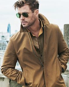 He is so HOT?You can find Chris hemsworth and more on our website.He is so HOT? Chris Hemsworth Hair, Hemsworth Brothers, Poses For Men, Marvel Actors, Haircuts For Men, Kanye West, Thor, Beautiful Men, Sexy Men