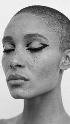 Graphic and bold black eyeliner. Adwoa Aboah photographed by Thurstan Reddingfor… Graphic and bold black eyeliner. Adwoa Aboah photographed by Thurstan Reddingfor Love Magazine Hair: Guido Palau Makeup: Pat McGrath Black Eye Makeup, Eye Makeup Tips, Makeup Inspo, Makeup Geek, Makeup Inspiration, Beauty Makeup, Runway Makeup, Bold Makeup Looks, Makeup Products