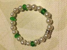 Pulsera elástica de perlas con piedras verdes