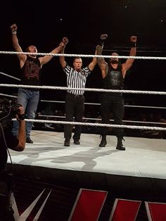 Dean Ambrose and Roman Reigns win MSG March 25 2016