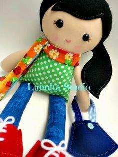 Lunnita studio Felt Dolls, Rag Dolls, Apple Dolls, Black Apple, Baby Nest, Doll Patterns, Couture, Doll Clothes, Hello Kitty