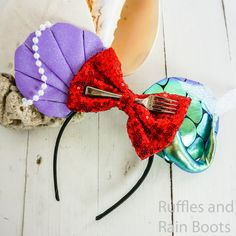 Oh how cute are these no-sew Ariel Mickey ears for Disney? I love the clam shell and pearls. And that tail? I need a thingamabob, for sure. Click through to see how to make these easy no-sew The Little Mermaid Mickey ears in minutes! Disney Minnie Mouse Ears, Diy Disney Ears, Disney Diy, Disney Crafts, Cute Disney, Disney Ears Headband, Disney Headbands, Mermaid Crafts, Dress Up