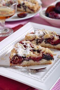Stavte dnes na klasiku a upečte si sypaný slivkový koláč s makom a tvarohom Desert Recipes, Biscuits, Strudel, French Toast, Recipies, Deserts, Cooking Recipes, Sweets, Baking