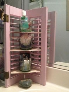 Upcycling DIY Old small shutters turned in bathroom sink corner shelf. - Upcycling DIY Old small shutters turned in bathroom sink corner shelf. Diy Corner Shelf, Bathroom Corner Shelf, Bathroom Storage, Bathroom Hacks, Paint Bathroom, Small Shutters, Diy Shutters, Bedroom Shutters, Wooden Shutters