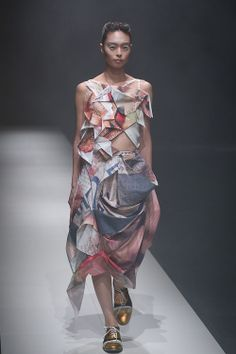 I guess this is what you do with junk mail...[NOZOMI ISHIGURO Haute Couture 2013]