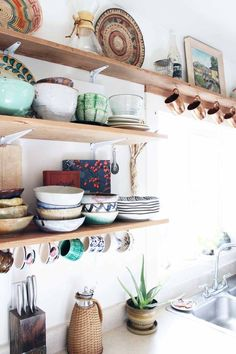 Open shelves are where it's at! Display your treasures for the world to see. Love the way these are styled.