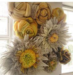 Marianne Eriksen Scott-Hansen (@marianneeriksenscotthansen) on Instagram:  #paperflowers  #paperart