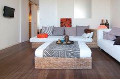 Ático dúplex en Santa Amelia Barcelona   Alquiler Amelie, Barcelona Apartment, Apartments, Bed, Table, Furniture, Home Decor, House Decorations, Stream Bed