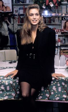 Whatever the Trend, Cindy Crawford Did It First and Did It Better via Look back at Cindy Crawford's amazing style in the with these throwback pictures. Mode Outfits, Fashion Outfits, Fashion Tips, Fashion 2018, Fashion Clothes, Look Cool, Cool Style, Classy Style, Retro Fashion