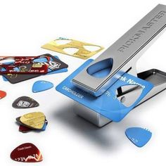 I need this! A great way to up cycle old credit/bank cards.