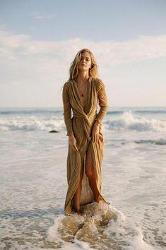 Horizon Dress from Jen's Pirate Booty Inspiration Photoshoot, Style Photoshoot, Photoshoot Dresses, Photoshoot Beach, Beach Photography Poses, Beach Poses, Beach Fashion Photography, Beach Shoot, Beach Portraits
