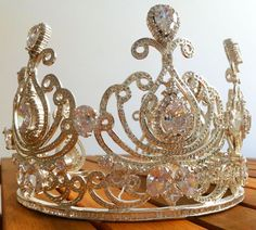 Crown fit for a Queen Royal Jewelry, Queen, Tiaras And Crowns, Jewelry Design, Fit, Vintage, Beautiful, Style, Fashion
