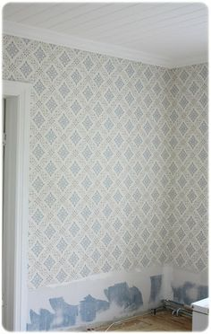 tapet Swedish Cottage, Old Country Houses, Floor Ceiling, Wall Finishes, Scandinavian Interior, Paper Decorations, Wall Wallpaper, Farmhouse Decor, Scandi Style