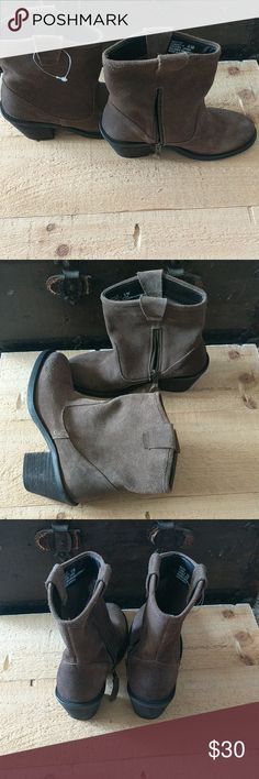 New never worn Adam Tucker leather boots Leather Adam Tucker ankle boots size 6 adam tucker Shoes Ankle Boots & Booties