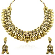 Accentuate your ethnic look by wearing this necklace set from the house of Sia Art Jewellery. Crafted using mix alloy, it ensures durability. It features an interesting design, with gold coloured finish embellishment in the center. Wear it with ethnic wear of your choice for a comprehensive look.