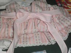 Cueiro menina em tecido de algodão.