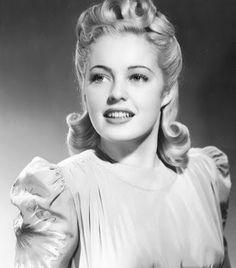 Tutorial Day – Mary Beth Hughes half-up half-down hairstyle | Bobby Pin Blog / Vintage hair and makeup tips and tutorials