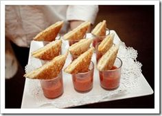 Tomato soup and mini grilled cheese hors-devours