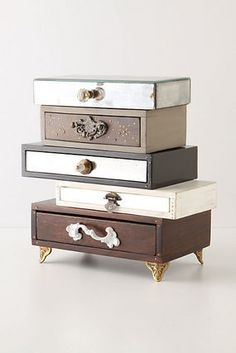 Anthro Topsy-Turvy Jewelry Box (diy with cigar boxes and knobs) Diy Makeup Storage, Storage Ideas, Organization Ideas, Closet Organization, Storage Systems, Table Storage, Storage Design, Shoe Storage, Jewellery Storage