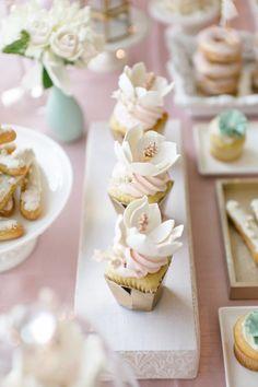 Photo: Mango Studios; mini wedding cake idea;