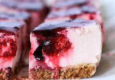 Tarta de yogur y frutos rojos sin horno | Cocina