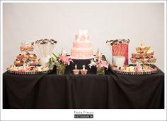 """""""La postrería de Noe"""" es una preciosa repostería que se encarga de preparar deliciosas tartas de boda y mesa de postre para todos los novios que quieran endulzar su boda. Podrás encontrarla en Lugo (Galicia) lapostreriadenoe.com"""