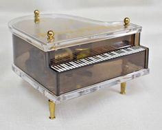 Vintage-Lucite-Grand-Piano-Music-Box-Hong-Kong-Mechanism-Sankyo-Japan