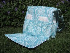 zipper tutorial and I like the idea of the outside easy access diaper changing station---would rather the bag lie down and the diaper changing station a little bigger of a mat, just so the bag doesn't fall on baby
