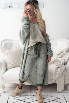 Ideal Clothes For Women Over - Fashion Trends Boho Fashion Over 40, Cozy Fashion, Winter Fashion Outfits, Autumn Winter Fashion, Mode Outfits, Casual Outfits, Mode Inspiration, Womens Fashion, Fashion Trends