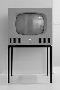 Dieter Rams e il design della Braun Tv Set Design, Retro Design, Design Art, Modern Design, Graphic Design, Dieter Rams Design, Braun Dieter Rams, Braun Design, Vintage Tv