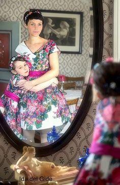 Blomsterpikene: mor og datter kjole