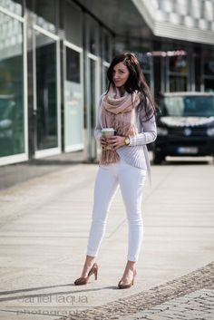Spring & summer outfit idea for women over 40. Over 40 fashion. Inspiration for stylish women over 40. Featuring white jeans.