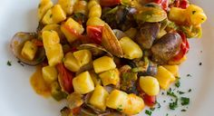 Come preparare gli gnocchi ai frutti di mare con pomodorini, una ricetta fresca e leggera, ma ricca di gusto e adatta anche se sei a dieta