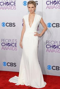 Taylor Swift plunging {w}hite dress People s Choice Awards 2013