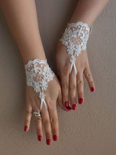 off white wedding glove,  Bridal Glove, off white lace cuffs, lace gloves, Fingerless Gloves, bridal gloves,,  Free Ship, on Etsy, $25.00