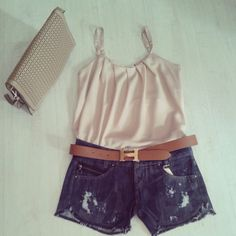 Look do dia: Regata + Short + Cinto + Bolsa de Mao #look #moda #short #regata #lojavirtual #thaishipolito #style #verao #verao14