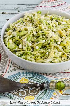 This delicious Low-Carb Greek Cabbage Salad is a great salad any time of year with fresh thyme, Greek Peperoncini, and plenty of creamy Feta cheese. Low Carb Recipes, Healthy Recipes, Ketogenic Recipes, Healthy Dinners, Clean Recipes, Healthy Foods, Greek Grilled Chicken, Thyme Recipes, Greek Seasoning
