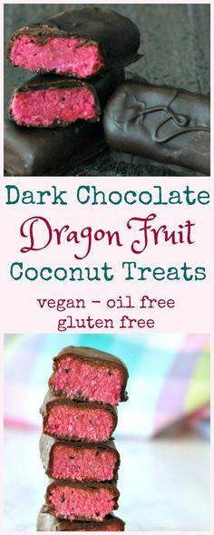 Dark Chocolate Dragon Fruit Coconut Treats vegan vegetarian gluten free no bake pitaya recipe Vegan Candies, Vegan Treats, Vegan Snacks, Raspberry Smoothie, Fruit Smoothies, Köstliche Desserts, Delicious Desserts, Birthday Desserts, Fudge