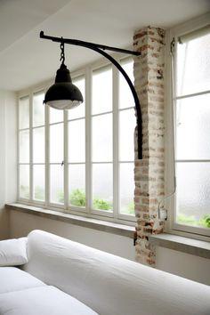 Tolle Industrial-Leuchte mit Wandhalterung. Könnte auch über einem Sessel oder Sekretär gut aussehen!