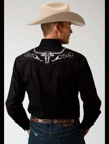 This black cowboy shirt for sale features a silver steer design and 1 part yoke. Purchase this black embroidered western shirt with custom monogramming here! Western Style Shirt, Western Shirts, Western Wear, Country Shirts, Country Outfits, Chemises Country, Butch Fashion, Cowboy Outfits, Cowboys Shirt