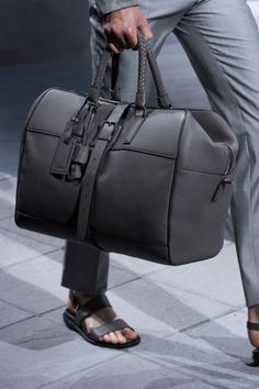 Duffle bag travel, mens travel bag, travel bags for men, week Look Fashion, Fashion Bags, Fashion Handbags, Mens Fashion, Leather Luggage, Leather Backpack, Men's Accessories, Ps Wallpaper, Sac Week End