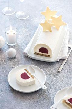 Pour Noël, j'ai opté pour une bûche chocolat blanc, framboise et thé vert matcha. Une association qui a déjà fait ses preuves en pâtisserie !