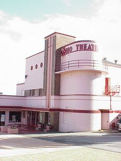 Art Deco. The Como Theatre in South Perth, Western Australia, opened in 1938 and was renamed the Cygnet in the 1960s.