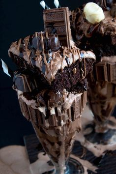 Chocolate Lovers, welcome! This is the chocolatiest, chocolatey, chocolate milkshake of all time. I meant FREAKSHAKE! Warning: this recipe is not for the faint of heart. Sweet Recipes, Snack Recipes, Dessert Recipes, Snacks, Think Food, Love Food, Chocolate Lovers, Chocolate Desserts, Yummy Drinks